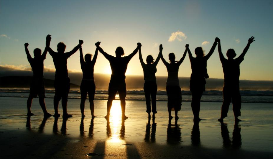 キリスト教徒は、教会でグループを結成する